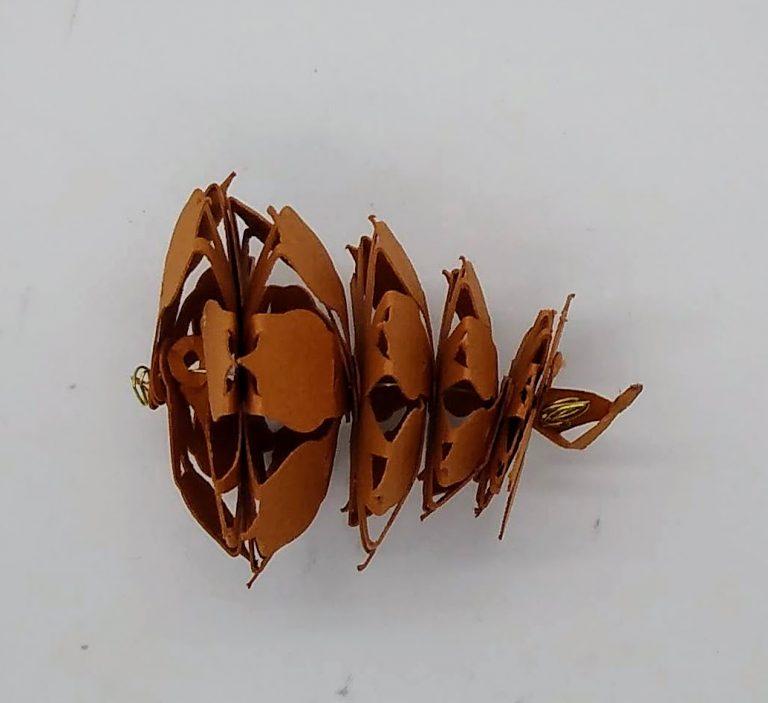 The short lighter paper pine cones