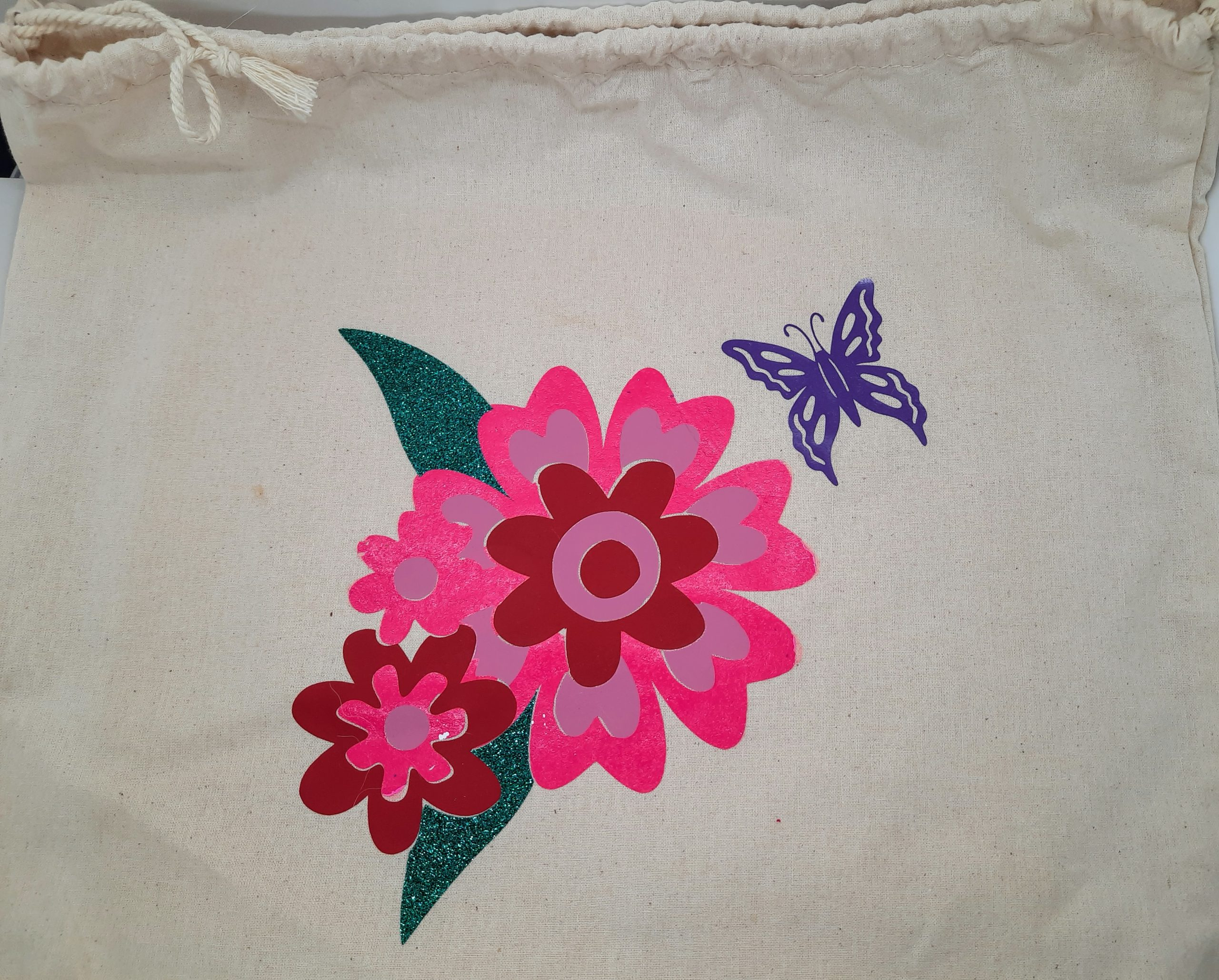 Create This Vinyl Layering Flower Project Easily